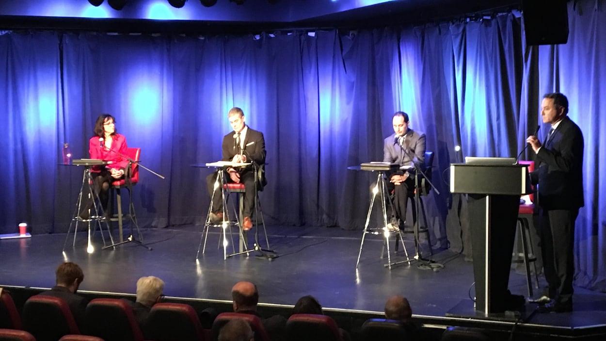 Un débat opposant les trois candidats pour l'élection partielle dans le district Neufchâtel-Lebourgneuf a eu lieu devant des gens d'affaires.
