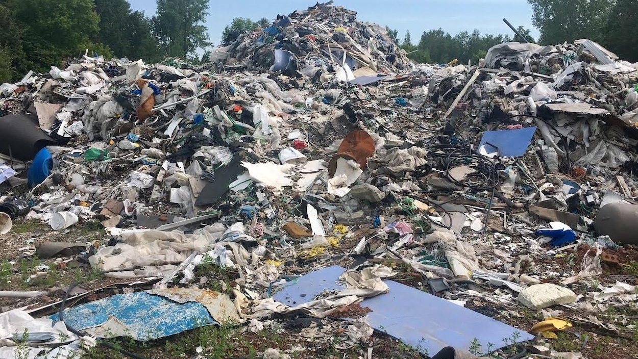Une montagne de débris.