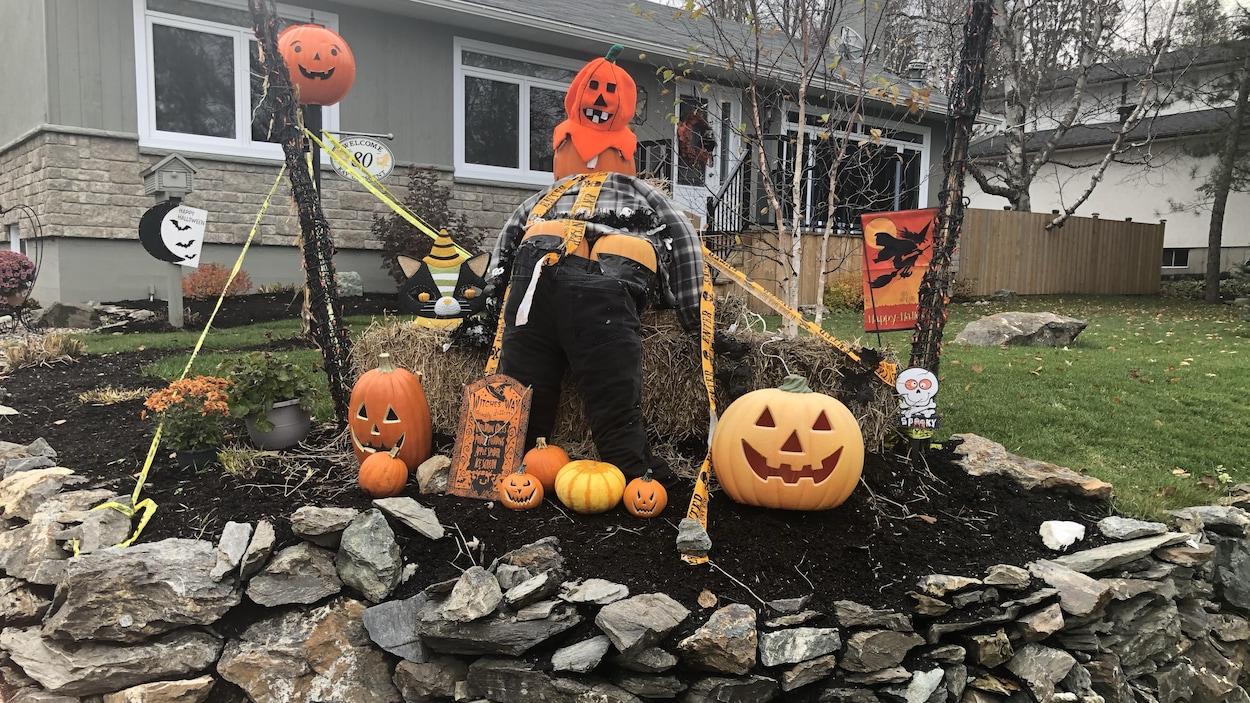 Des décorations d'Halloween.