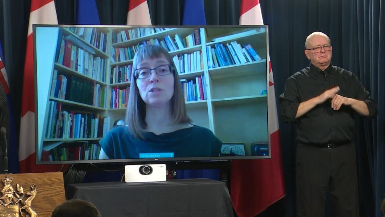 Vidéoconférence de la médecin en chef de l'Alberta, Deena Hinshaw.