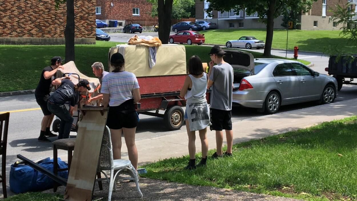 Ceux qui déménagent doivent s'assurer de charger convenablement leur remorque.