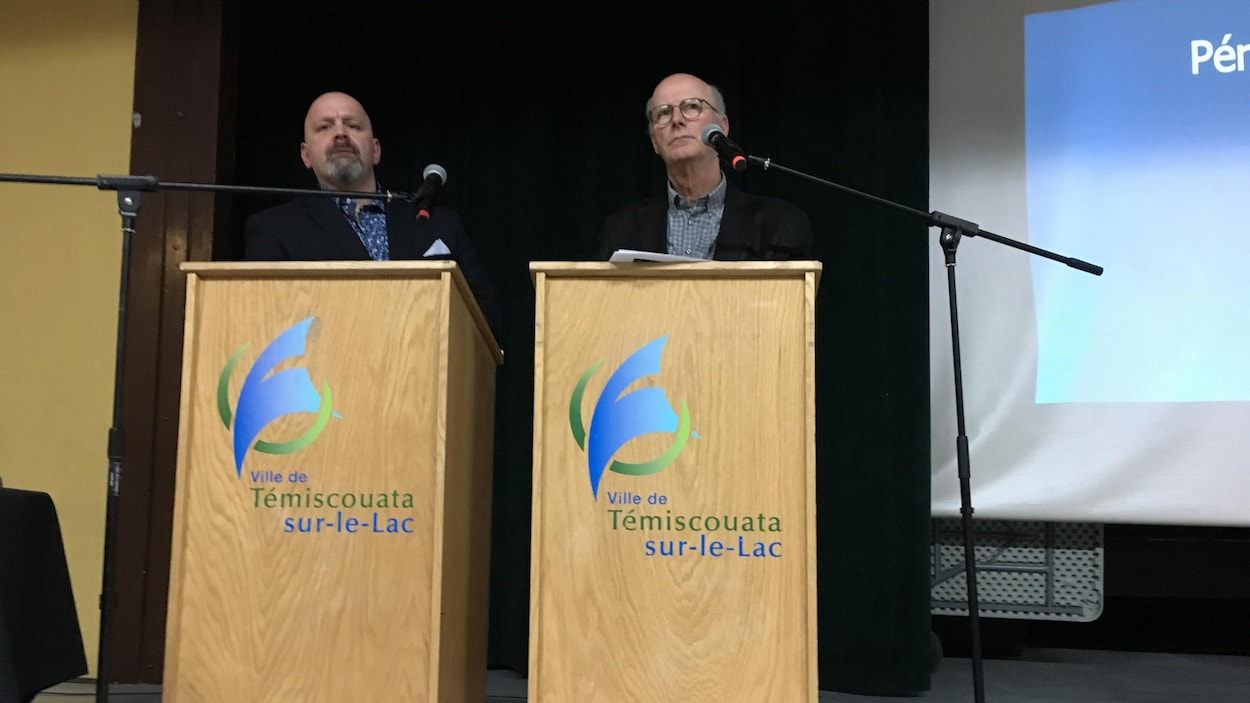 Denis Blais et Gilles Garon au lutrin.