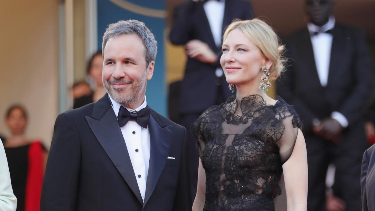Denis Villeneuve et Cate Blanchett prennent la pose sur les marches du Festival de Cannes 2018.