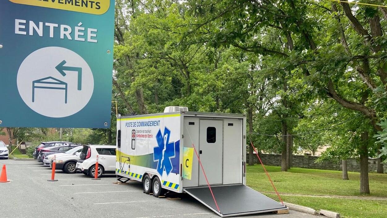 La remorque mobile de la Coopérative de travailleurs d'ambulance de l'Estrie.
