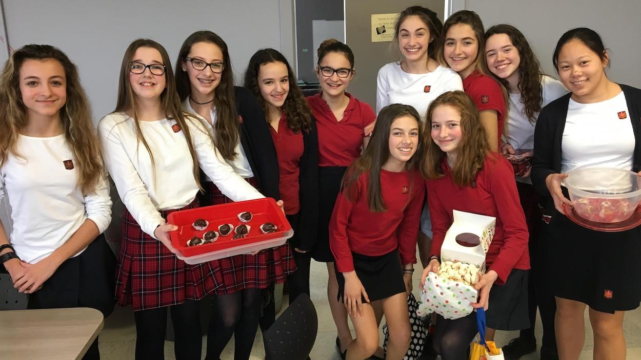 Les élèves du Collège Mont Notre-Dame ont mis la main à la pâte pour amasser des fonds pour Moisson Estrie.