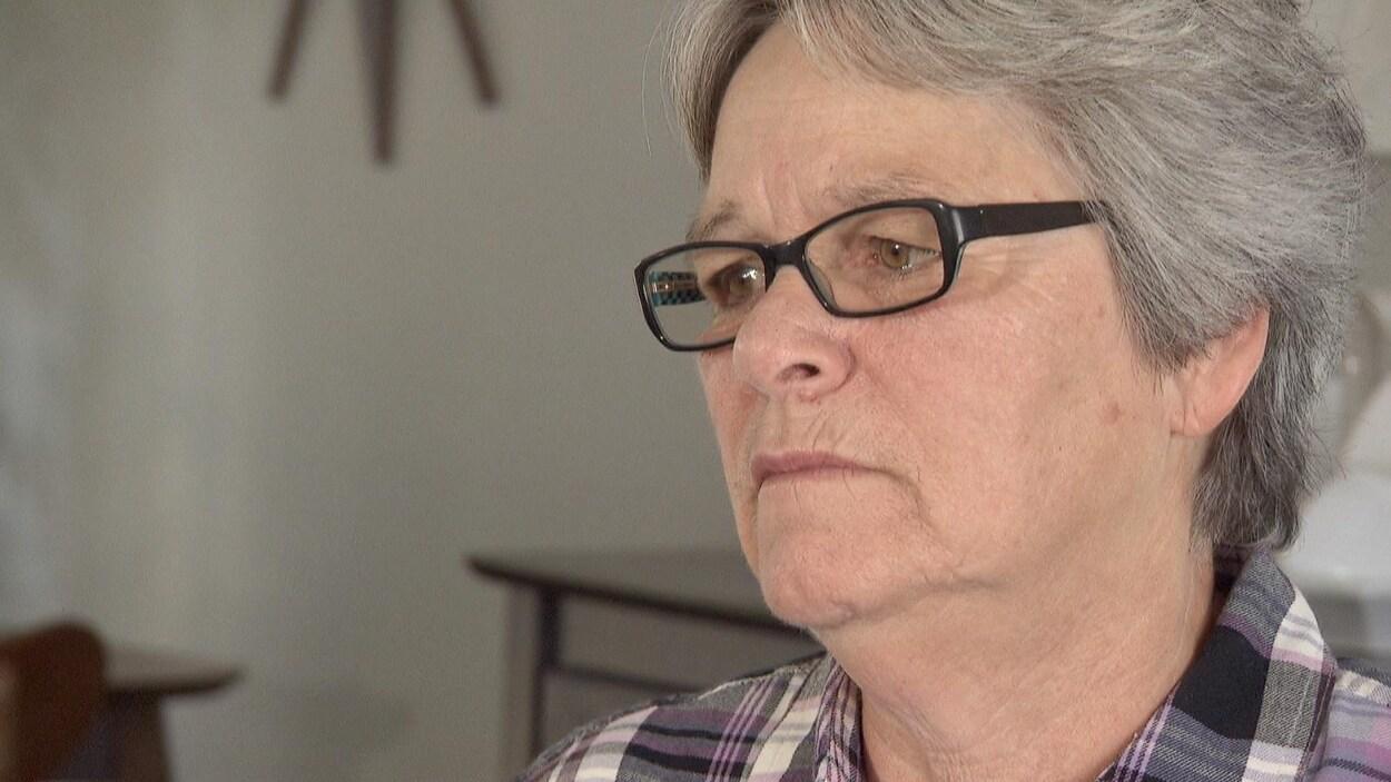 Diane Pitre lors d'une entrevue à la caméra de Radio-Canada.