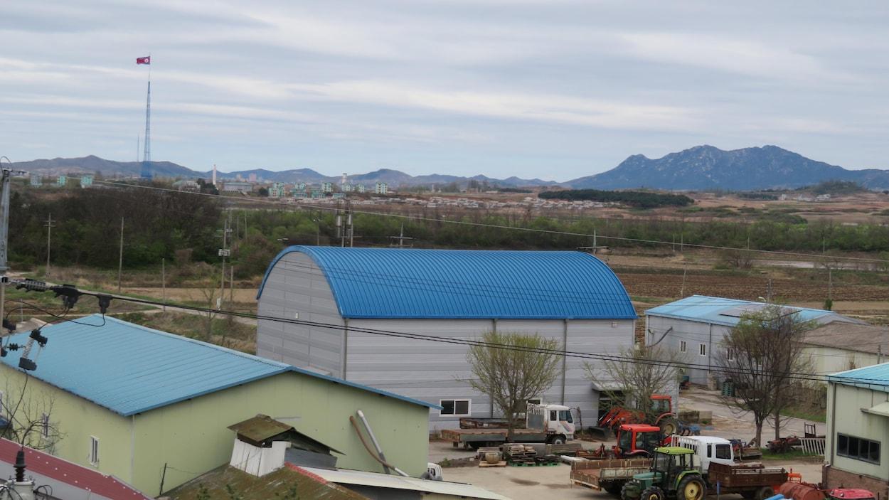 Taesung-dong, dit le Village de la Liberté, du côté sud de la DMZ. Du côté nord: Kijong-dong, dit le Village de la Paix. Avril 2018.