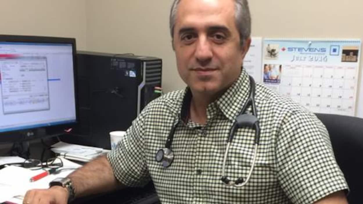 Le Dr Amir Ravesh dans son bureau.