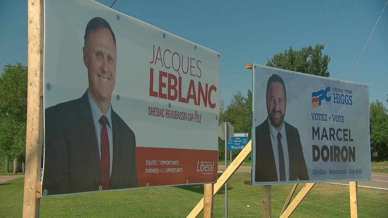 Les pancartes des candidats Jacques LeBlanc (libéral) et Marcel Doiron (progressiste-conservateur.