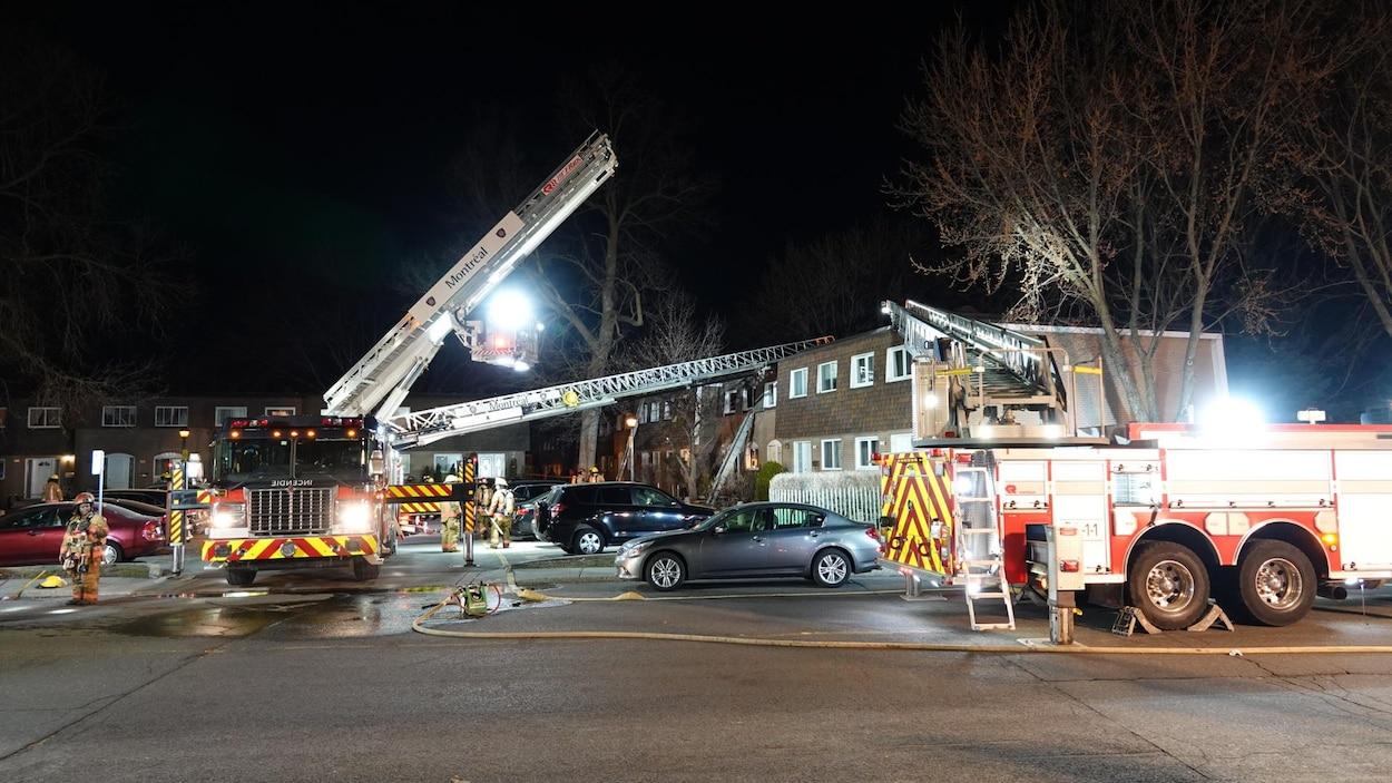 Des camions de pompiers lors d'une intervention après un incendie