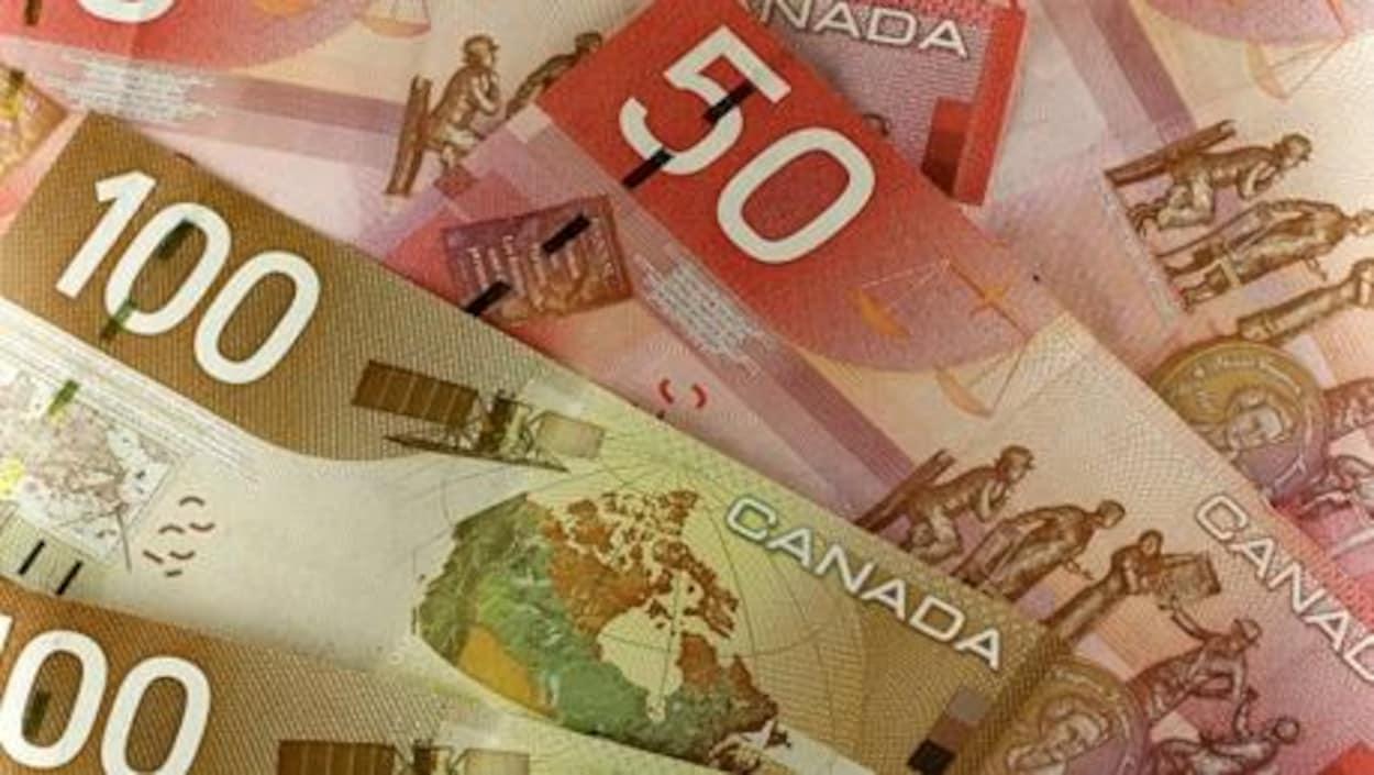 Des billets canadiens de 50 et 100 $