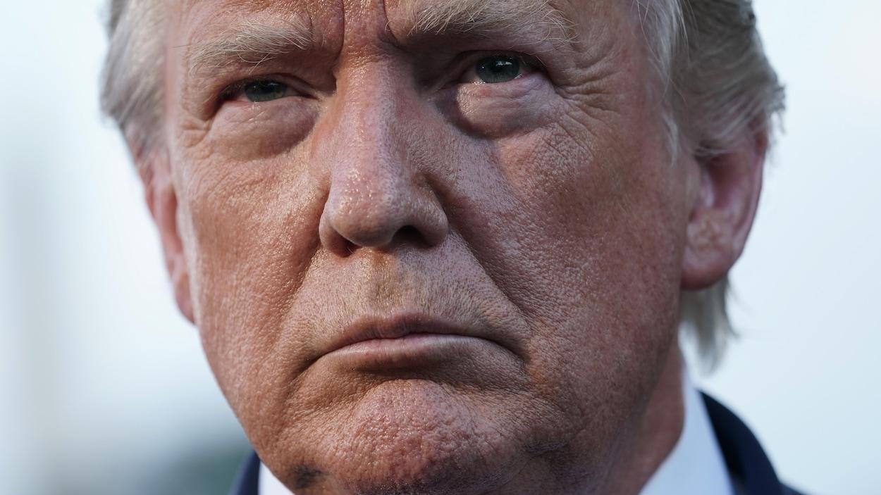 Gros plan du visage de Donald Trump.