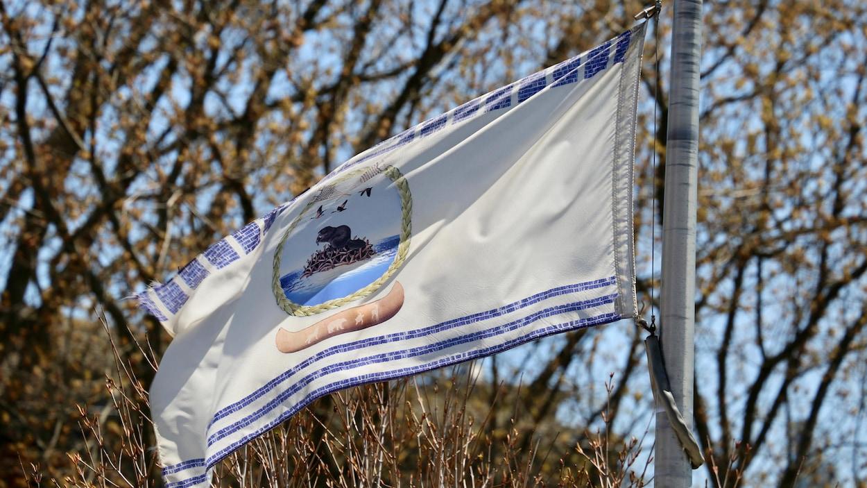 Le drapeau de la nation huronne-wendate.