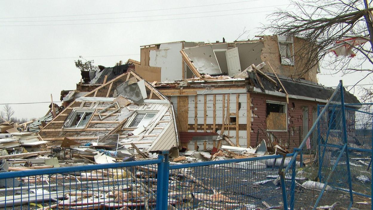 Une maison détruite.