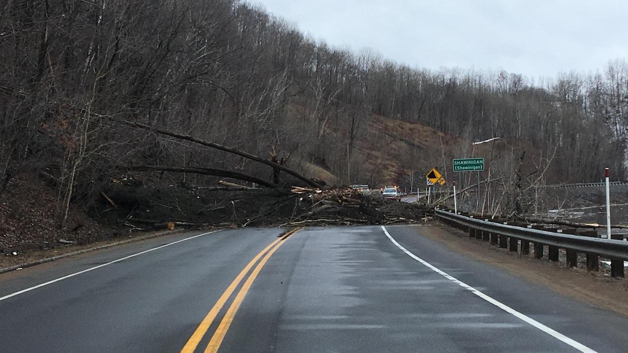 Un éboulement survenu samedi matin bloque la route 153 près de Shawinigan.