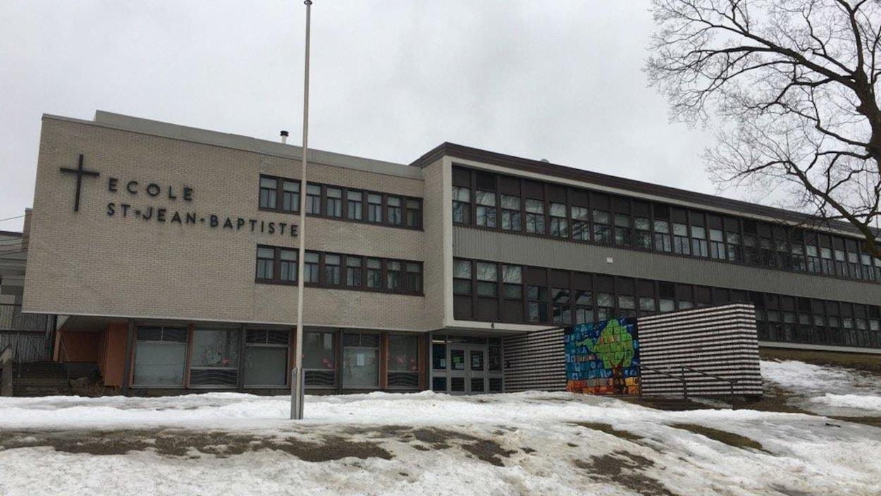 L'école primaire Saint-Jean-Baptiste de Roxton Falls