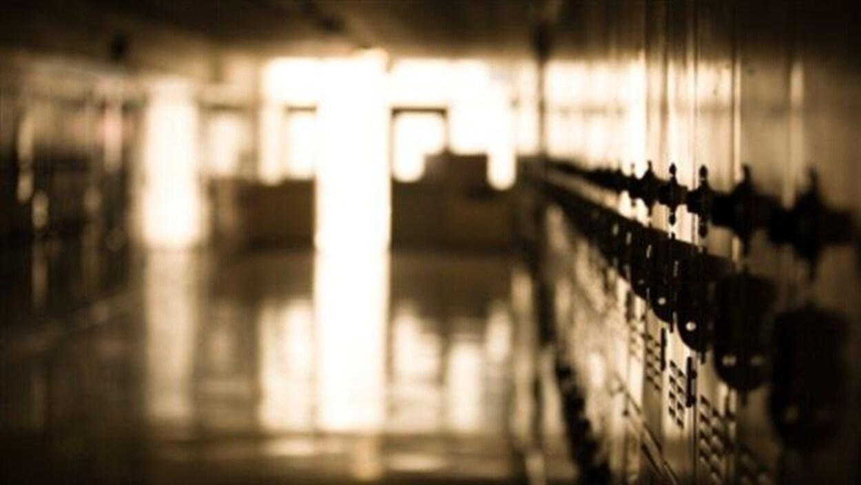 Des casiers dans une école