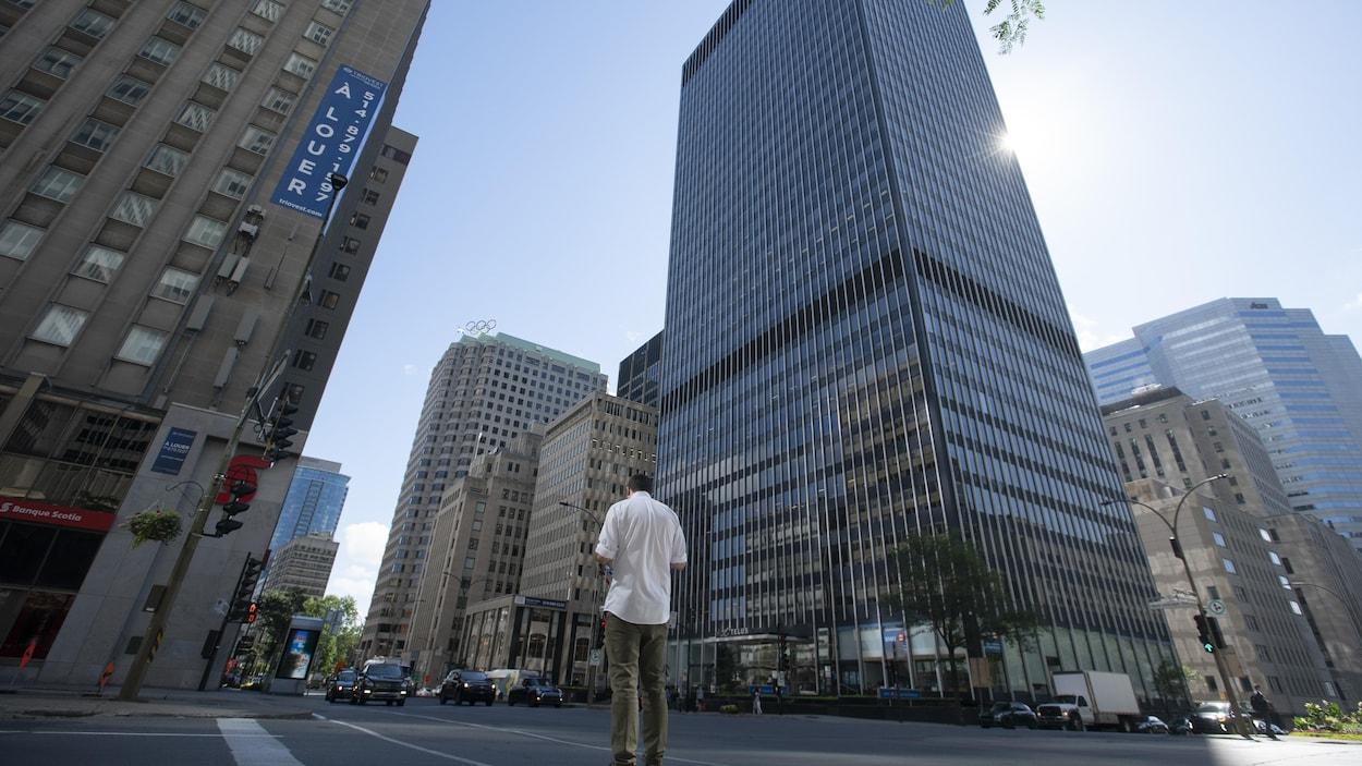 Des immeubles à bureaux du centre-ville de Montréal.