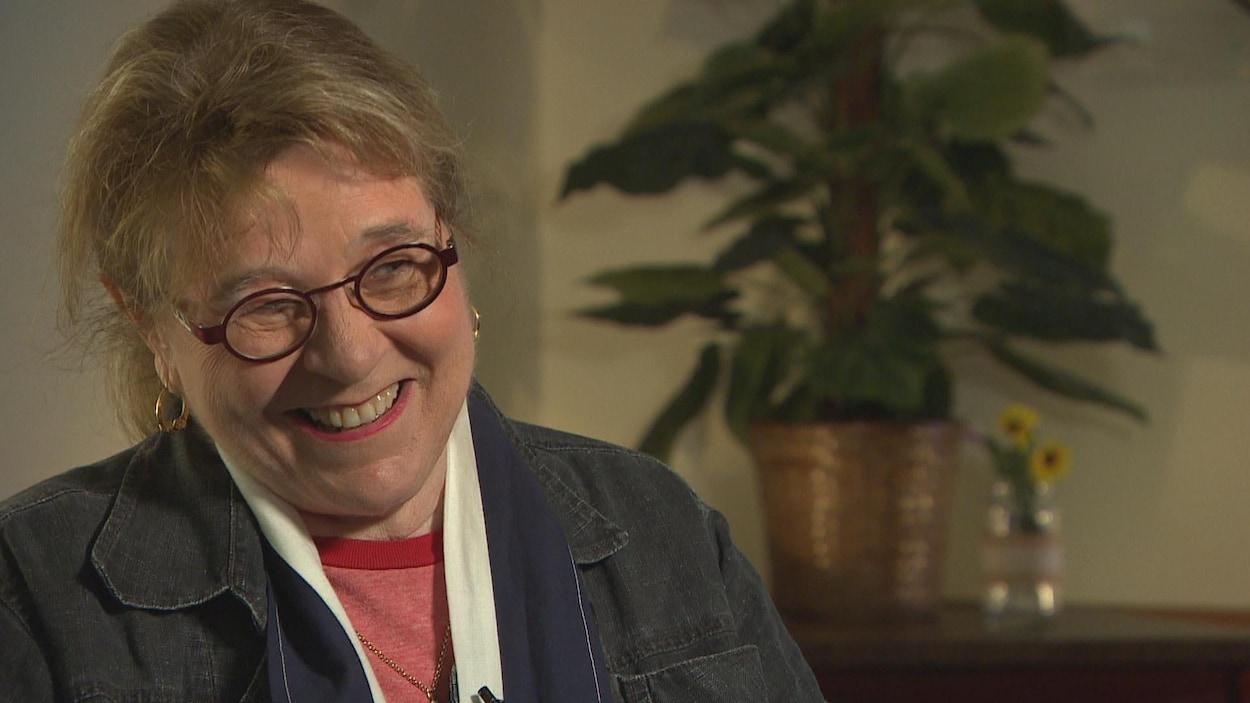 Édith Butler en entrevue télévisée.