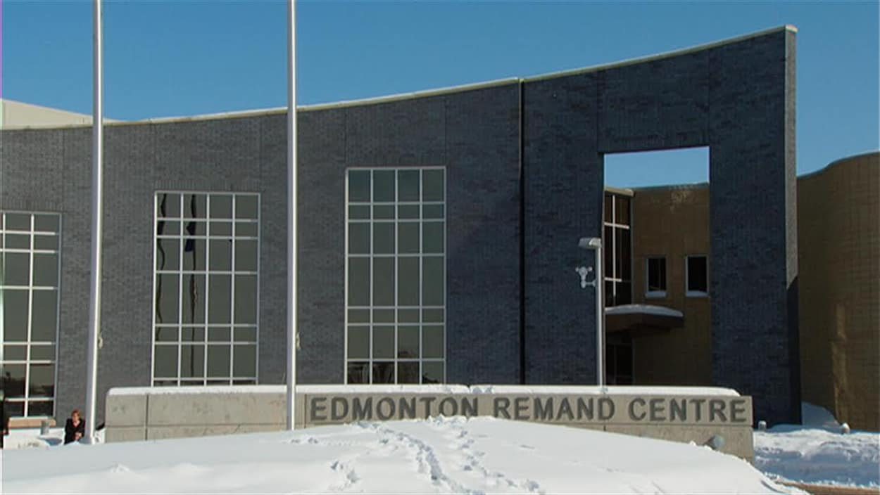Le centre de détention d'Edmonton l'hiver.