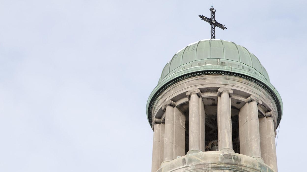 L'un des clochers de l'église Saint-Jean-Baptiste, à Montréal.