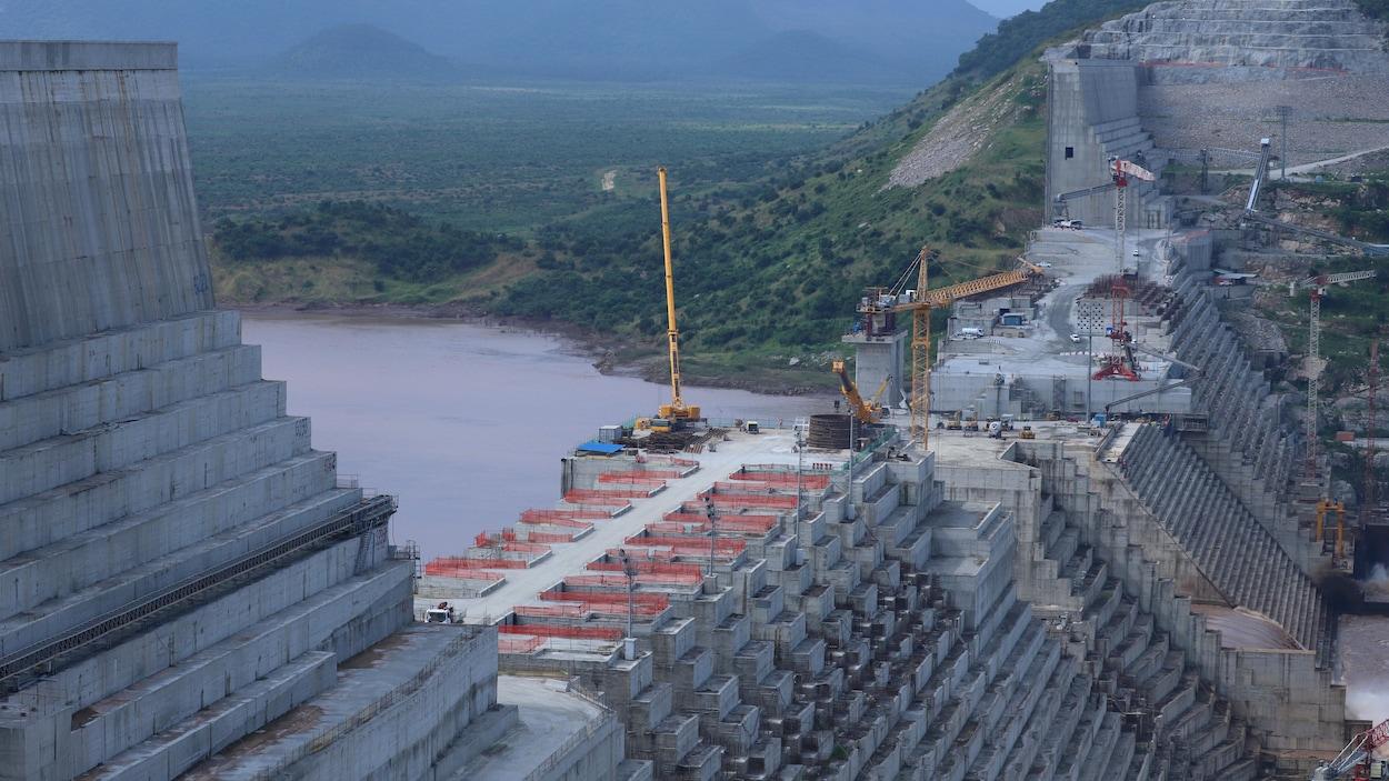 Un barrage est en construction sur le Nil.