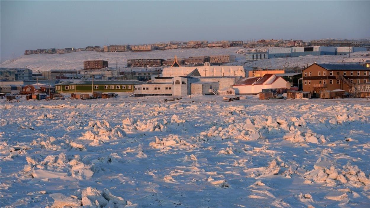 Lévée du soleil à Iqualuit au Nunavut