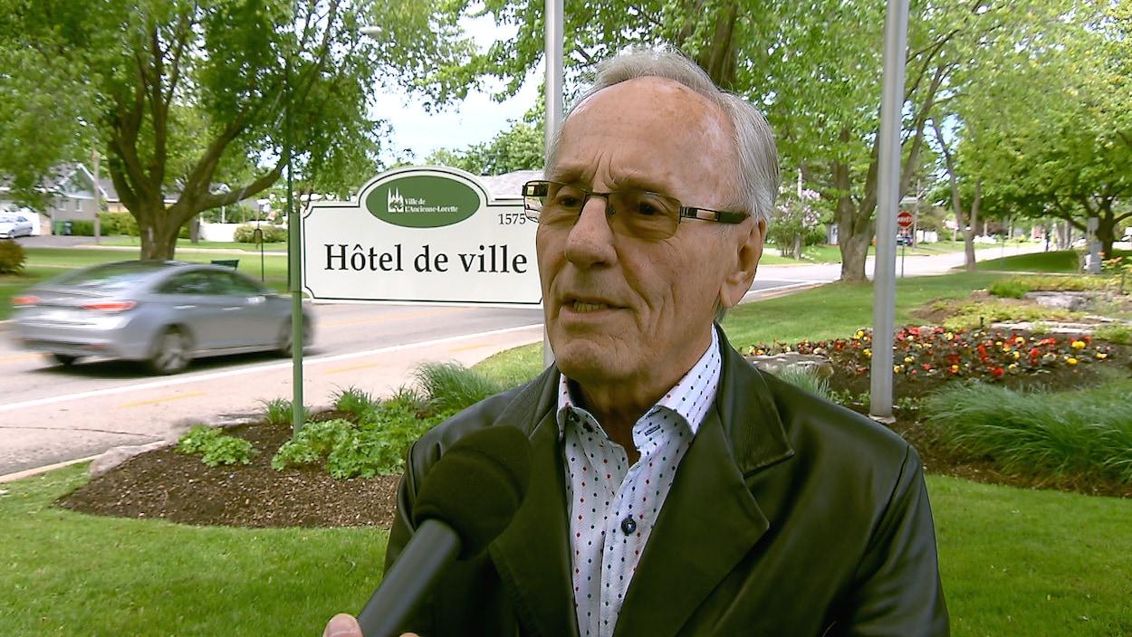 Le maire de L'Ancienne-Lorette, Émile Loranger
