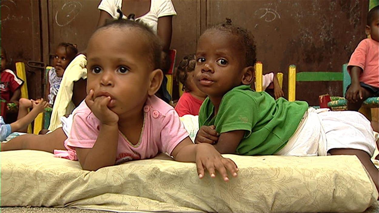 Des enfants dans un orphelinat en Haïti.