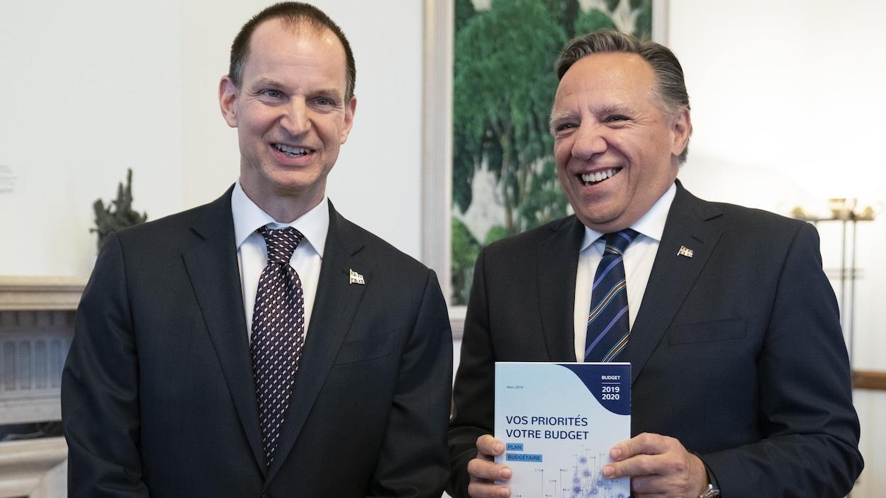 Le ministre des Finances, Eric Girard, en compagnie de François Legault.