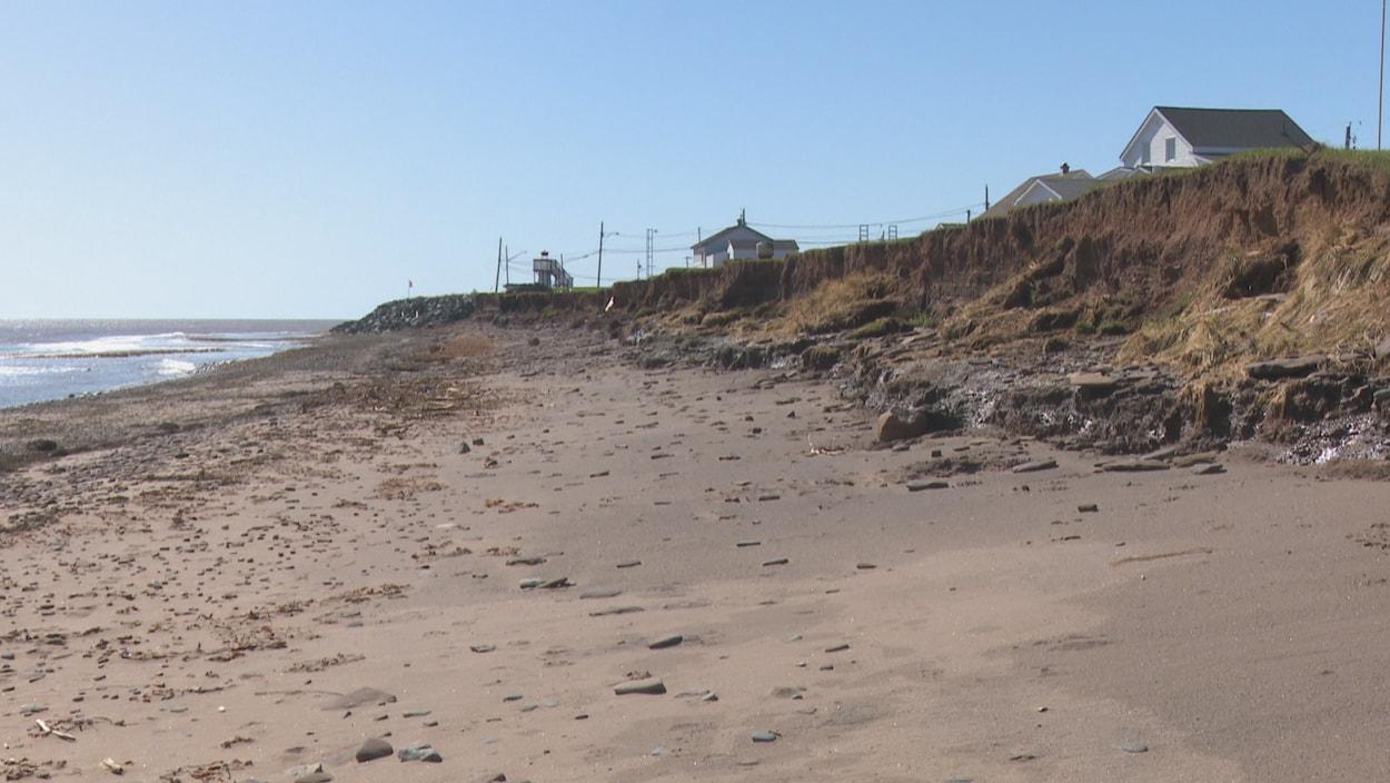 L'érosion menace les résidences à Cap-Bateau.