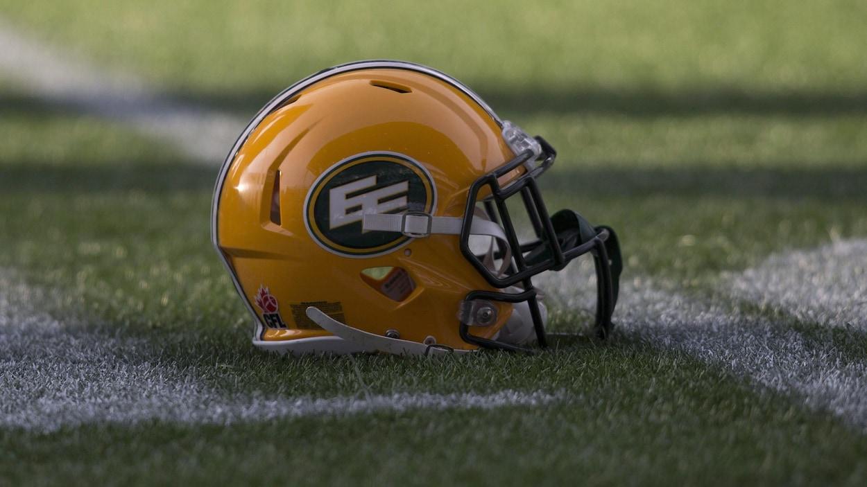 Un casque aux couleurs de l'équipe de football d'Edmonton