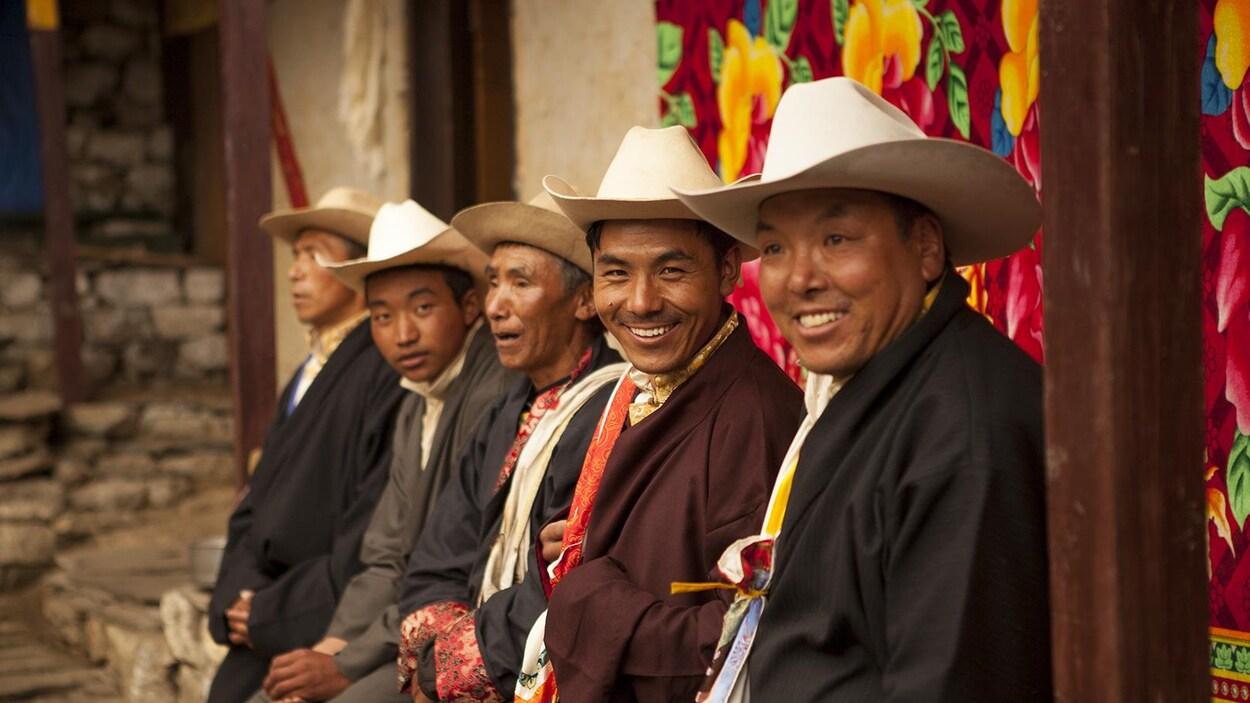 Une photo des habitants de de Phortse situé dans la vallée du mont Everest, la plus haute montagne du monde.