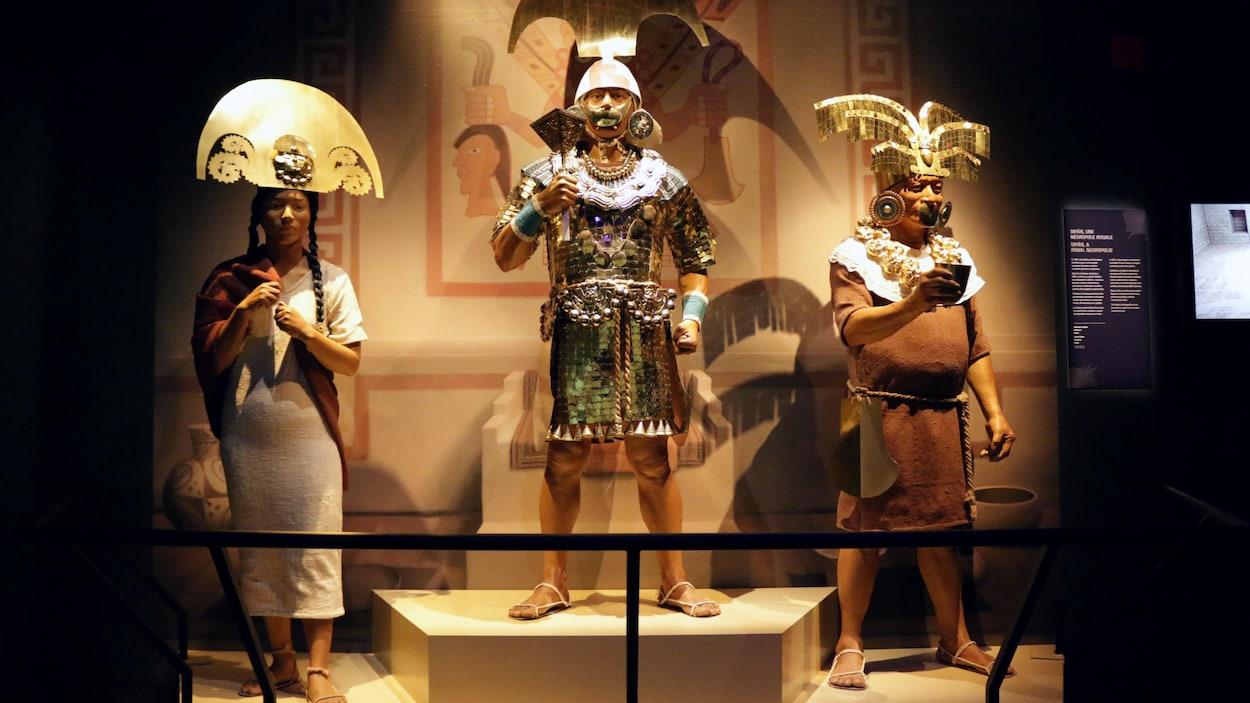 Des mannequins portant des vêtements et objets traditionnels faisant partie de l'exposition « Les Incas... c'est le Pérou! », présentée au musée Pointe-à-Callière à Montréal.