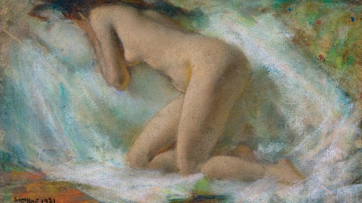 Une femme dont on ne voit pas le visage est peinte nue.