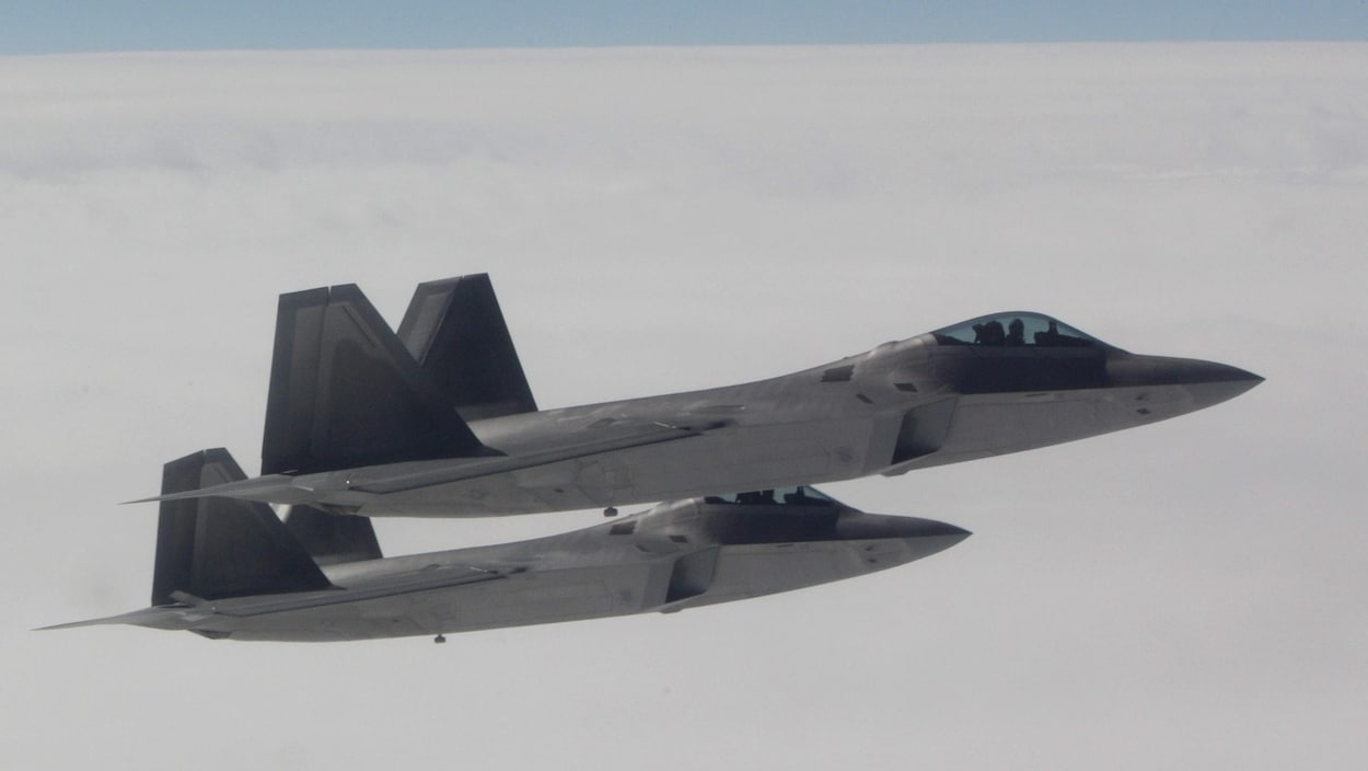 Deux chasseurs F-22 de NORAD lors d'un exercice en 2010.