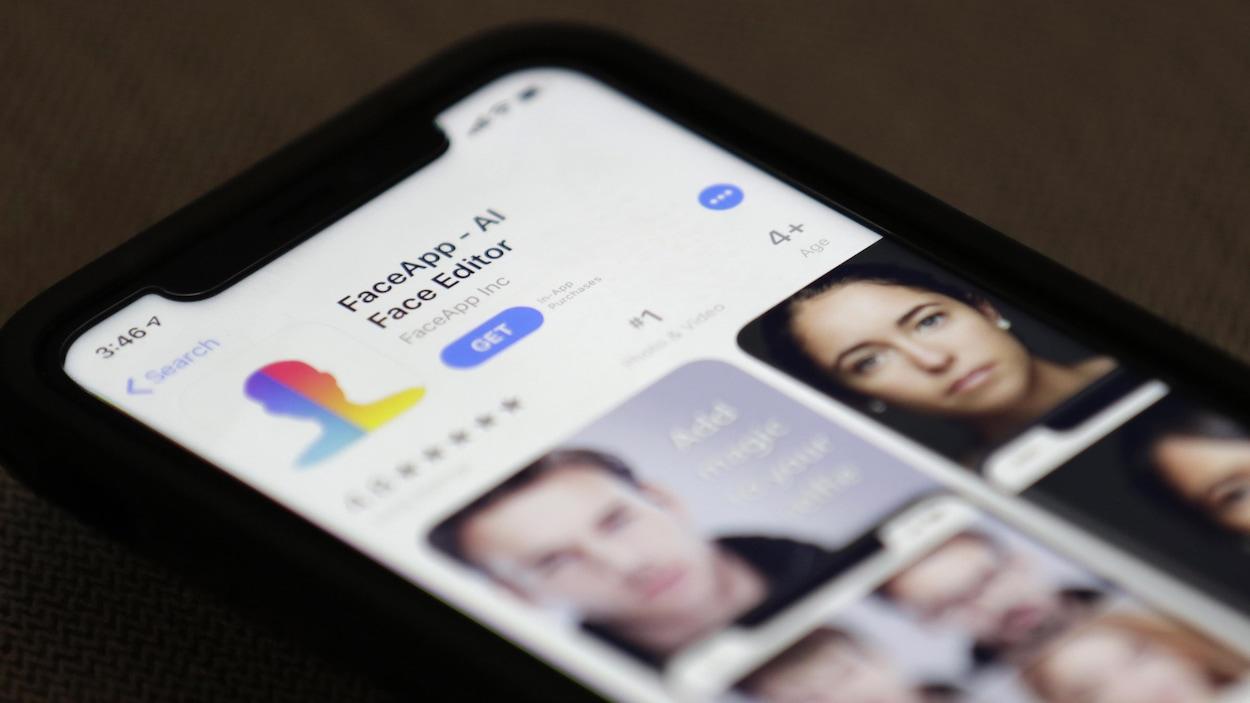 Le téléchargement de l'application FaceApp est proposé sur un écran de téléphone.