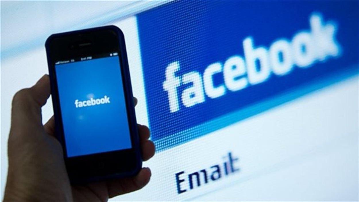L'application Facebook sur un téléphone intelligent.