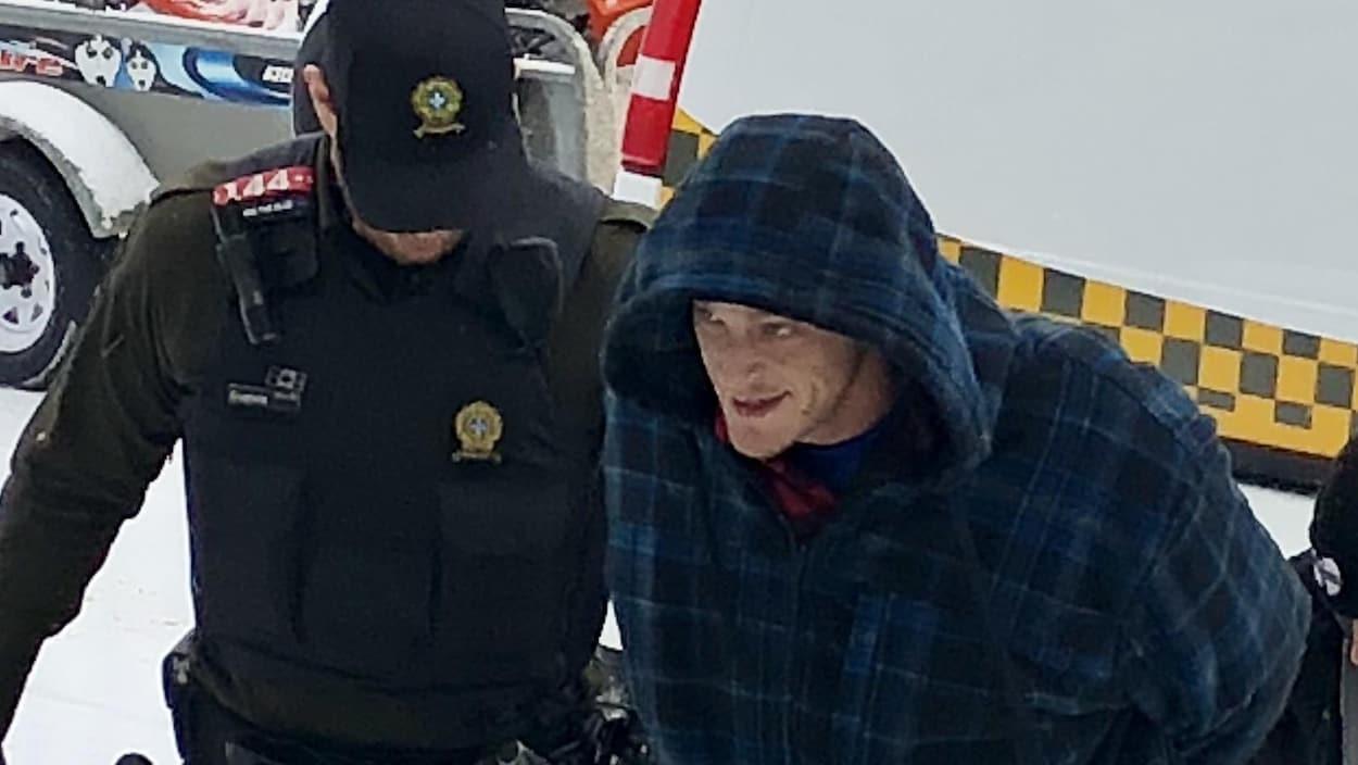 Jean-Bernard Bernier fait face à deux chefs d'accusation en lien avec l'incendie du  435-437 rue Taschereau Est à Rouyn-Noranda.