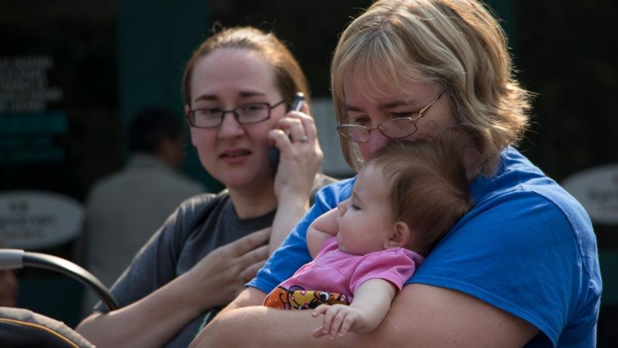 Une famille évacuée de Williams Lake, en Colombie-Britannique.