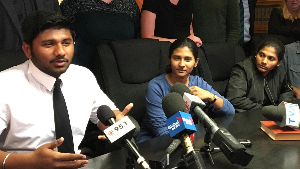 Lourde attente pour une famille menacée de déportation — Montréal