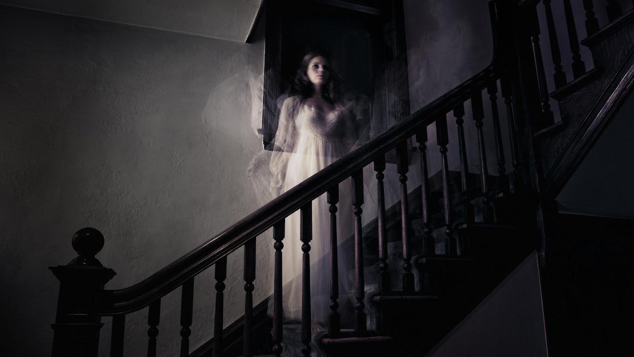 Novembre : Prions pour nos chers défunts les âmes du Purgatoire ! - Page 2 Fantome-femme