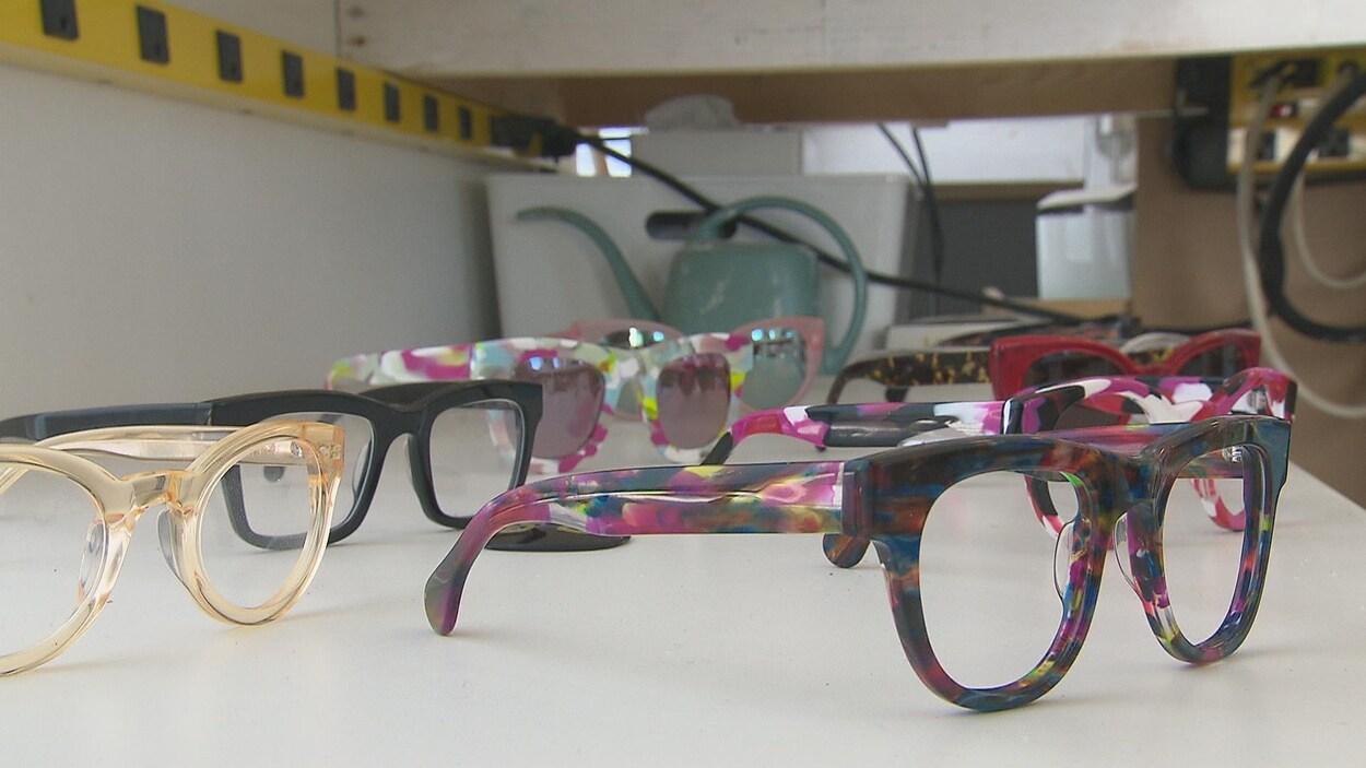 Des lunettes de soleil de l'entreprise Fellow Earthlings.