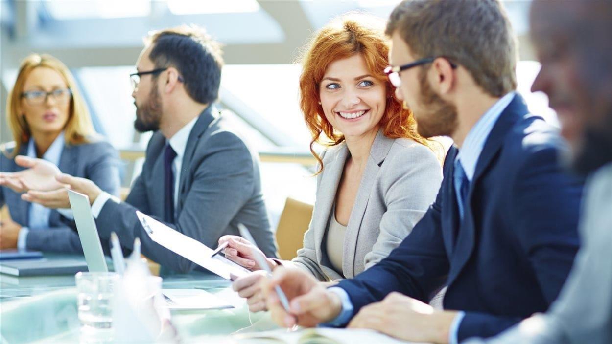 Au Québec, le salaire moyen versé aux chefs de cabinet varie de 141 856 $, si on est un homme, à 124 653 $, si on est une femme.