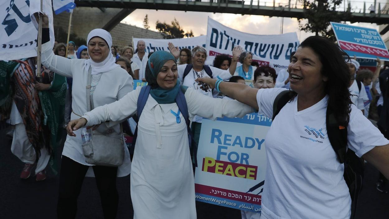 Des femmes israéliennes et  palestiniennes ont marché  pour la paix pendant deux semaines à travers Israël et la Cisjordanie .