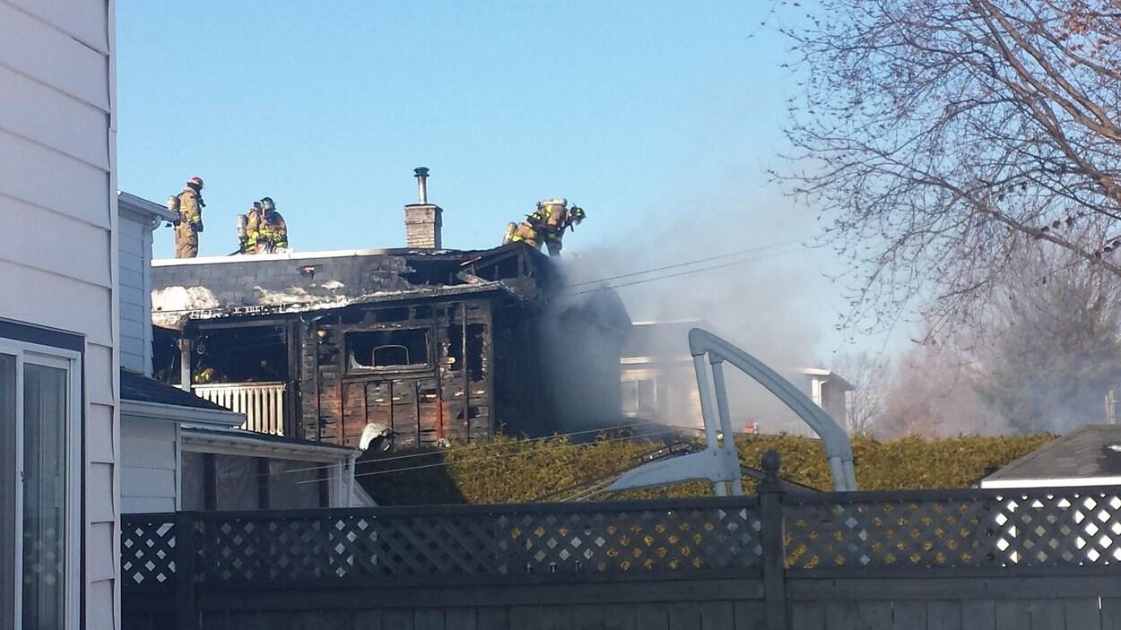 Trois Blesses Dans L Incendie D Un Duplex A Granby Radio Canada Ca