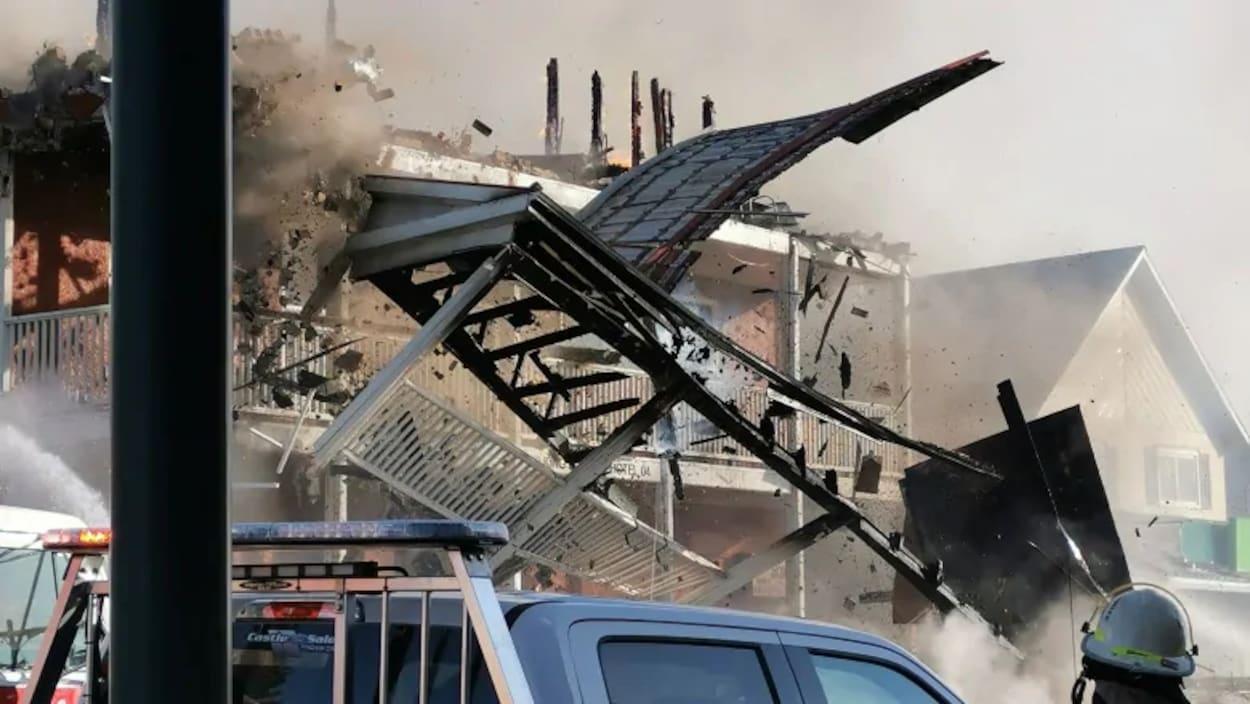 L'hôtel King Edward alors que l'incendie faisait rage.