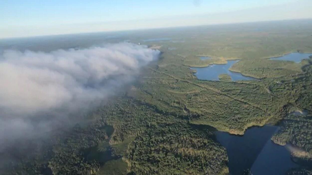 Le feu de forêt Red Lake 49 vu du ciel.