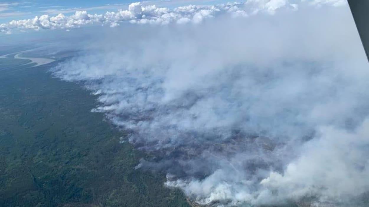 Des feux de forêt vus du ciel.