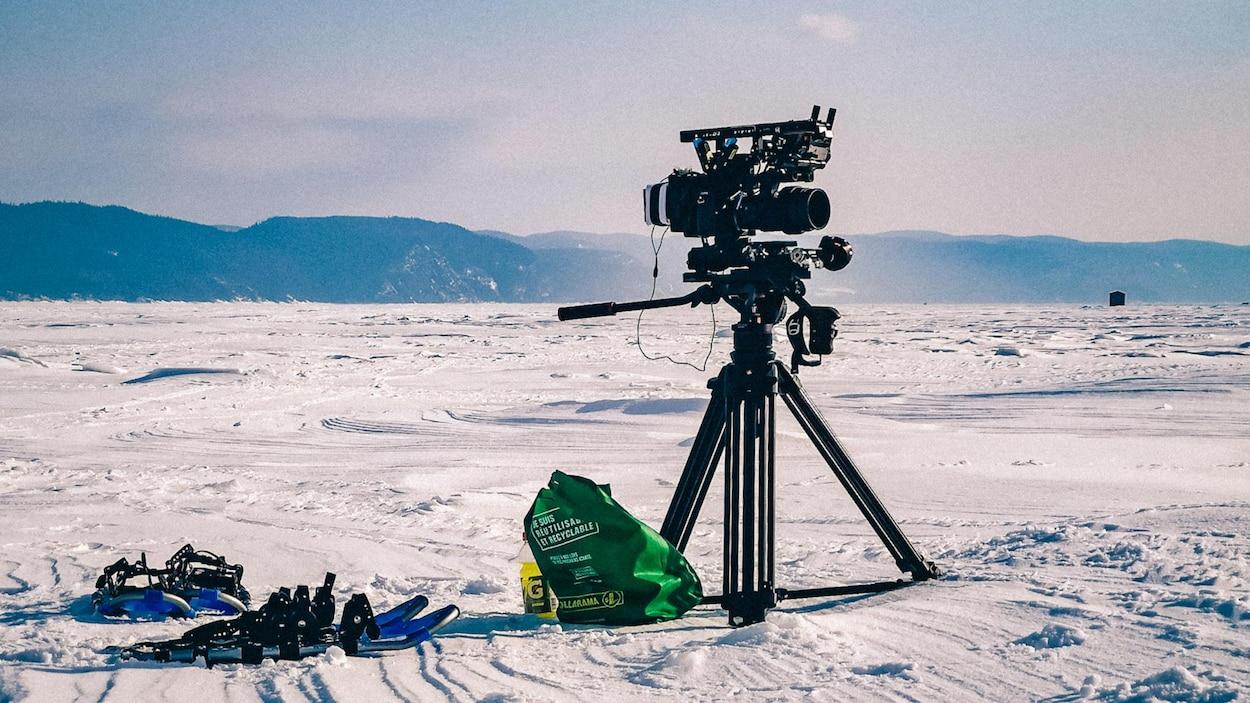 Une caméra sur les glaces.